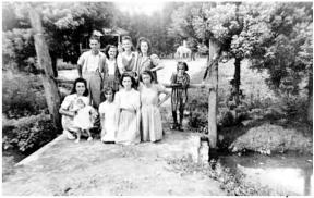 No fundo da residência da família Bombarda passava o córrego da Água Preta (c. 1942)